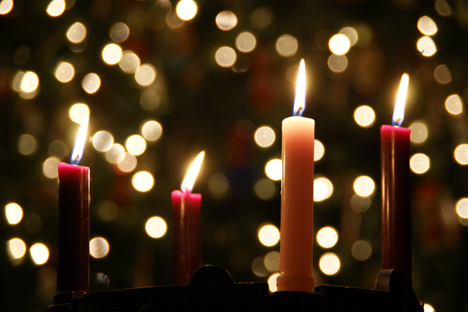 Popular among Western Christians, the advent wreath has 3 purple/red candles and 1 pink that are lit during the 4 weeks before Christmas.
